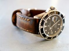 LOVE aged-leather watch straps - Arrillo Gunny Watch Strap with Rolex Sub Rolex Vintage, Vintage Watches, Rolex Submariner, Luxury Watches, Rolex Watches, Men's Rolex, Diamond Watches, Cool Watches, Watches For Men