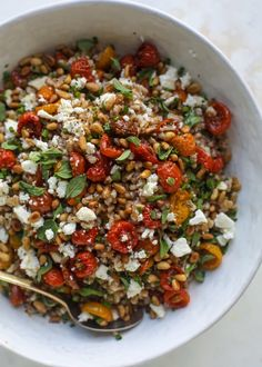 healthy weeknight meals A tomato farro salad that is sweet from the slow roasted tomatoes, tangy from the feta cheese, chewy from the farro and bright from the lemon! Week Of Healthy Meals, Healthy Salads, Fruit Salads, Vegetarian Recipes, Cooking Recipes, Healthy Recipes, Clean Recipes, Cooking Ideas, Clean Eating Snacks