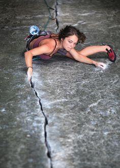 Nicky Dyal rock climbing in the Zip Crack, Squamish, BC, Canada Climbing Girl, Sport Climbing, Ice Climbing, Mountain Biking, Mountain Climbing, Paintball, Trekking, Ski, Escalade