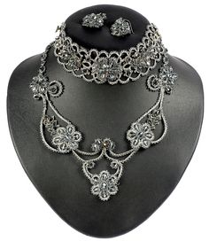 tatted lace - like art nouveau with so long chains - I must try something like this