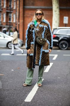 The Street Style Crowd Piled on Different Prints at London Fashion Week Street Style Edgy, Street Style Trends, Cool Street Fashion, Street Chic, Weird Fashion, Fashion Weeks, Ootd, Street Outfit, Fashion Killa