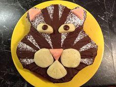 Gateau d'anniversaire au chocolat pour enfants.  Easy chocolate birthday cake.