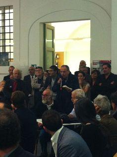Guido Davico Bonino interviene durante la presentazione da Fandango Incontro a Roma.