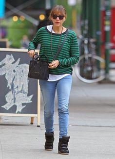 While roaming NYC's East Village, Rashida Jones kept things laid back in black Isabel Marant sneakers, denim skinnies, and a bright striped sweater. Rashida Jones, Popular Outfits, Dark Jeans, Girls Jeans, Back To Black, Sweater Outfits, Isabel Marant, Fashion Photo, Black Nikes