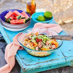 Nuudelisalaatti   Maku Fish And Seafood, Cantaloupe, Chili, Food And Drink, Fruit, Ethnic Recipes, Koti, Chile, Chilis