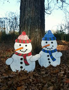 Snowmen made from reclaimed pallet wood and clear coated for winter protection. Lovely addition to your outdoor Christmas decor!
