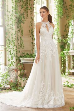 d150282194 Csodaszép, lágy csipkével díszített, A - vonalú tüll menyasszonyi ruha  renkdívül különleges nyak,