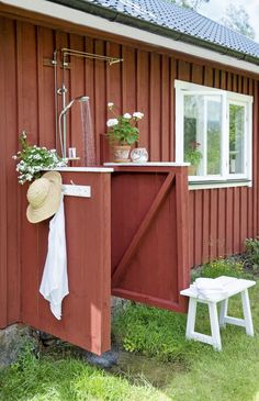 Sweden House, Red Houses, Summer Cabins, Secret House, Outdoor Baths, House Plants Decor, Weekend House, Red Cottage, Outdoor Living