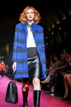O azul terá de ser uma presença obrigatória no seu closet! #Moda #Desfile #Festa #Inverno #ElCorteInglés