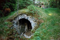 Jordkällare vid Acktjärnstorp by railrodder66, via Flickr | root cellar