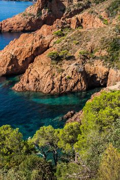 Massif de l'Esterel Beautiful Sites, Beautiful Places, Places To Travel, Places To See, Provence France, Juan Les Pins, Houses In France, European Summer, Ville France