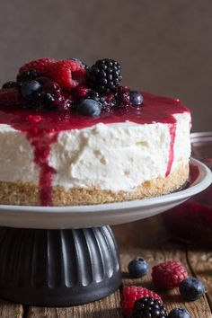 No Bake Summer Mixed Berry Cheesecake, this cheesecake recipe is the Best, it will become your favourite no bake dessert. Fast and easy. Creamy and so delicious with an easy Raspberry and Blueberry topping.
