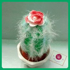 This amigurumi cactus would make a fabulous addition in an office window. Icy cactus - Media - Crochet Me Crochet Home, Knit Or Crochet, Crochet Crafts, Crochet Projects, Crochet Cactus Free Pattern, Crochet Patterns, Amigurumi Patterns, Amigurumi Minta, Crochet Flowers