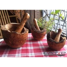 Olive wood mortar: about in diameter (ca. Ø Olive wood pestle: 12 cm length (ca. Olive wood is one of the hardest woods in the Cottage Kitchens, White Kitchens, Got Wood, Toy Kitchen, Gadgets And Gizmos, Mortar And Pestle, Wooden Spoons, Wooden Diy, Wood Turning