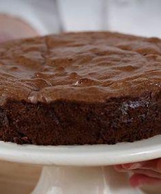 Bolo de mousse de chocolate. Uma sobremesa que se derrete à sua frente, fantástica para impressionar os amigos no fim do jantar. Mas que só demora 30 minutos a ficar pronta!