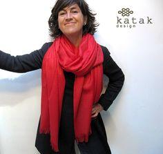 pañuelo manta de lana, chal de lana tejido, pañuelo tejido con motivos florales, color verde pistacho, color rojo  y color negro