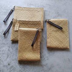 Straw clutch bag from Thailand Small Purses, Straw Handbags, Crochet Handbags, Leather Bags, Basket Weaving, Bag Making, Clutch Bag, Wicker, Thailand