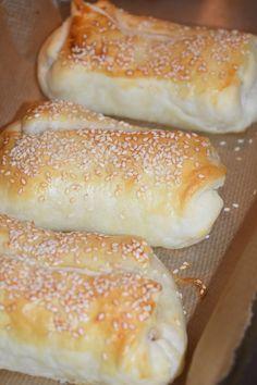 Smaskelismaskens: Smördegsinbakad lax med vitlöksostfyllning Dessert For Dinner, Hot Dog Buns, Delish, Food And Drink, Vegetarian, Snacks, Lunch, Bread, Cooking