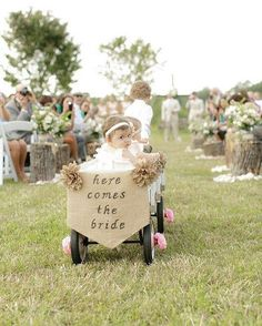 Gorgeous way to include the babies of the family ✨  http://gelinshop.com/ipost/1522071246325273626/?code=BUfe7v4DdQa