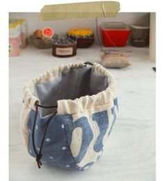 I'm thinking, with wider straps, could work as a purse -- or if insulated, a casserole carrier -- makeup carrier, just about anything you could imagine! Japanese Bag, Potli Bags, String Bag, Creation Couture, Basket Bag, Denim Bag, Fabric Bags, Quilted Bag, Sewing Accessories