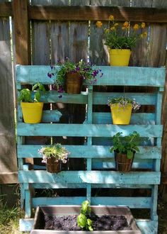 Creative Outdoor Uses for Pallet Boards Pallet Projects Diy Garden, Pallets Garden, Wood Pallets, Garden Ideas, Pallet Gardening, Vertical Pallet Garden, Vertical Gardens, Palette Diy, Design Palette
