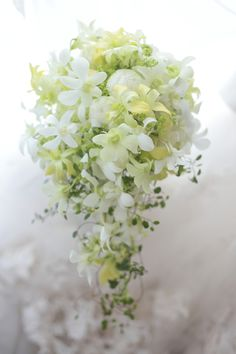Wedding Invitations Near Me Purple Bouquets, Purple Wedding Flowers, White Wedding Bouquets, Bride Bouquets, Flower Bouquet Wedding, Floral Bouquets, Floral Wedding, Tall Wedding Centerpieces, Wedding Flower Arrangements