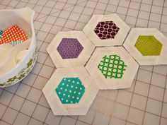 piecing the borders on these hexies using partial seams