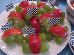 gezonde traktatie - auto, traktatie, gezond, appel, druif, kind, feest, thema, partij - druif met appel als auto