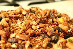 granola zelf maken - This Girl Can Cook granola zelf maken - Granola Skinny Recipes, Healthy Recipes, Sports Food, Granola, Love Food, Brunch, Food And Drink, Cooking, Breakfast