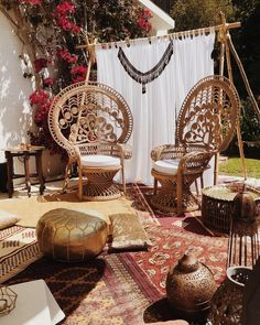 A beautiful little nook set up by and yesterday for a pre wedding henna painting party 🌺 . Modern Henna, Modern Boho, Wedding Henna, Boho Wedding, Wedding Lounge, Flower Henna, Henna Party, Simple Henna, Cream Wedding