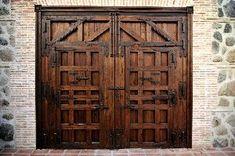 herrajes de forja para puertas rusticas y portones de madera