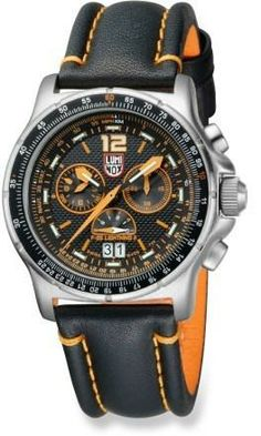 Packed with aviation- and outdoor-minded features, the Swiss-made Luminox F-35 Lightning II chronograph watch performs in the sky or on the ground. #REIGifts