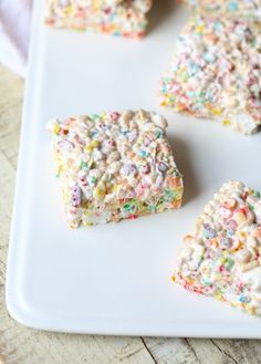 Soft and gooey Rice Krispie treats. Made with mini marshmallows AND fluff plus regular Rice Krispies AND fruity ones. Soft and gooey Rice Krispie treats. Made with mini marshmallows AND fluff plus regular Rice Krispies AND fruity ones. Marshmallow Creme, Marshmallow Treats, Mini Marshmallows, Recipes With Marshmallow Fluff, Köstliche Desserts, Delicious Desserts, Dessert Recipes, Rice Recipes, Easter Desserts