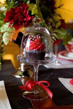 20 Romantic Tablescapes for Valentine's Day - Celebrate Ever.- 20 Romantic Tablescapes for Valentine's Day – Celebrate Every Day With Me my blessed life - Christmas Cupcakes, Elegant Christmas, Noel Christmas, Christmas Colors, Christmas Wedding, Christmas Entertaining, Valentines Day Decorations, Valentines Day Tablescapes, Happy Valentines Day