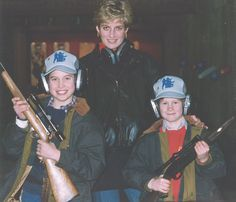 Princess Diana, William (left) and Harry (right) posed together during a private photo shoot with rifles. guns rifles, mother and sons Princess Diana Family, Princes Diana, Royal Princess, Diana Son, Lady Diana Spencer, Spencer Family, Diana Statue, Kate And Harry, Old Prince