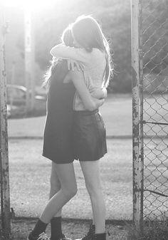 Wünschte du wärst jetzt bei mir und ich könnte dich auch umarmen Aber morgen komm ich zu dir und du hast mich dann gefragt ob ich dann kuscheln will Und natürlich Morgen kuscheln wir OMG ich freu mich schon sooo❤️❤️❤️ Aber heute muss ich im Garten für unser Kaninchengehege helfen und das wird doof und anstrengend... Aber ich freu mich sooo auf dich Weil ich dich fast eine Woche ja nicht gesehen habe Und dann kuscheln❤️❤️❤️❤️