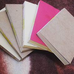 O miolo já tá pronto, agora falta as capas #caderno #livro #encadernação #euquefiz #artesanato #fazendoarte