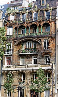 Paris Art Nouveau Façade - this is gorgeous. I just want to stand in front of it and look...