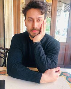 Cute Celebrities, Indian Celebrities, Bollywood Celebrities, Tiger Shroff Body, Little Girl Pageant Dresses, Bollywood Pictures, All Black Looks, Boy Photography Poses, Happy New Year Everyone