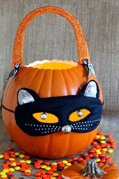 Pumpkin Carving Ideas: Make a Pumpkin Purse  to take Trick or Treating or to display and decorate your home for Halloween - In My Own Style
