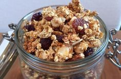 Granola with Goji Berries, Nuts and Seeds | Literally the best way to customise your own HEALTHY breakfast cereal with your favorite ingredients.