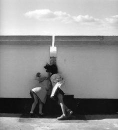 Sur le toit de l'Unité d'habitation, Marseille, 1953 © Lucien Hervé Courtesy galerie Camera Obscura