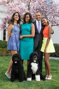 """Malia Obama, left, Michelle Obama, Barack Obama and Sasha Obama in a 2015 portrait. Malia Obama, Barack Obama Family, Obama President, Bo Obama, Obamas Family, 2016 President, Madam President, Vice President, Black Love"