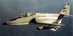 A-36M, es decir, la versión navalizada del Halcón [/CASA C-101 Chileno!!] (la foto corresponde a la página de Fach Extraoficial ) , en que luce una maqueta del misil Sea Eagle británico Spanish Air Force, Armada, Military Aircraft, Fighter Jets, Airplanes, Vehicles, Cityscapes, 1, Technology