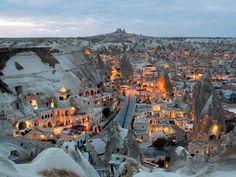 Le village de Göreme au crépuscule Cappadoce, Turquie