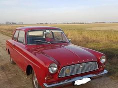 In het wild: Ford Taunus - AutoWeek. Ford, National Car, Cars And Motorcycles, Nostalgia, How To Memorize Things, Europe, France, Logos, Vintage