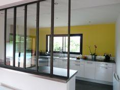 Aménager une cuisine : une verrière pour séparer sans cloisonner ...