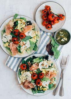 Easy: Parelcouscous salade met gegrilde groenten Easy Salad Recipes, Healthy Recipes, I Love Food, Good Food, Salade Healthy, Healthy Diners, Salade Caprese, Food Inspiration, Healthy Eating
