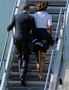 Barack Obama helped his wife Michelle Obama avoid a wardrobe malfunction on April 10 -- see the cute picture! Michelle Obama, Black Love, Black Is Beautiful, Durham, Joe Biden, Presidente Obama, Barack Obama Family, Barrack Obama, First Black President