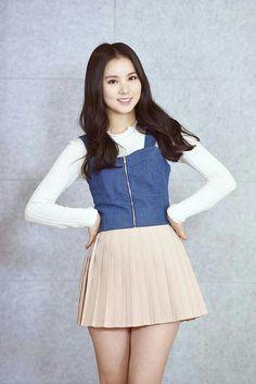 Sexy Asian Girls, Beautiful Asian Girls, Skirt Fashion, Fashion Dresses, Chica Fantasy, Girl Korea, Girls In Mini Skirts, Pleated Mini Skirt, Hot Dress